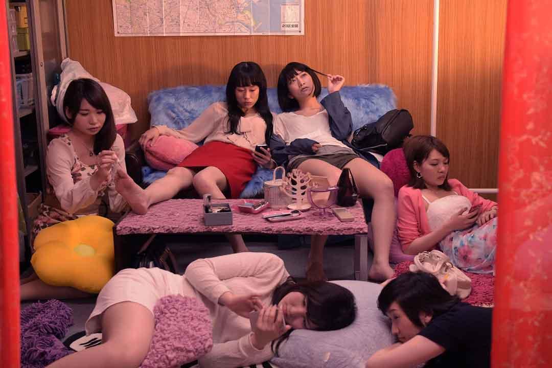 韩国三级 演员列表燃烧不像是一部电影更像是一个生活中的片段很多人就是在我们的生命中突然闯入然后又突然消失只不过这部影片的最后结局让人唏嘘不已2019寄生虫.(图43)